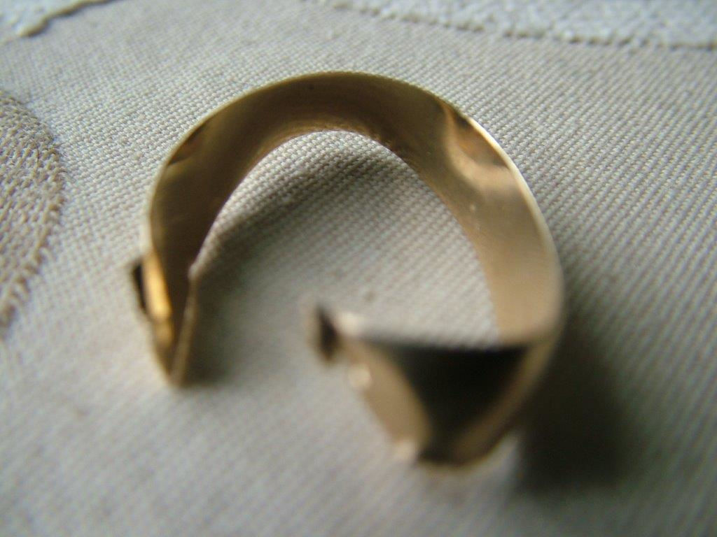 gold wedding ring repair before