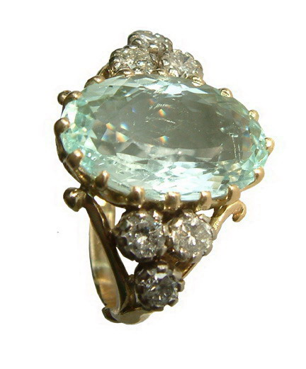 18ct yellow gold aquamarine and diamond ring.